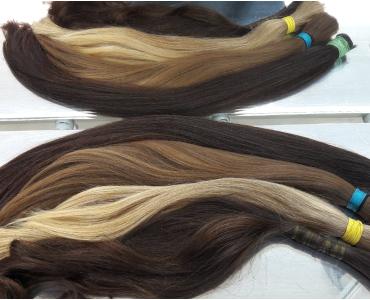 Jaký rozdíl je mezi východoevropskými, středoevropskými a asijskými vlasy při výrobě paruk